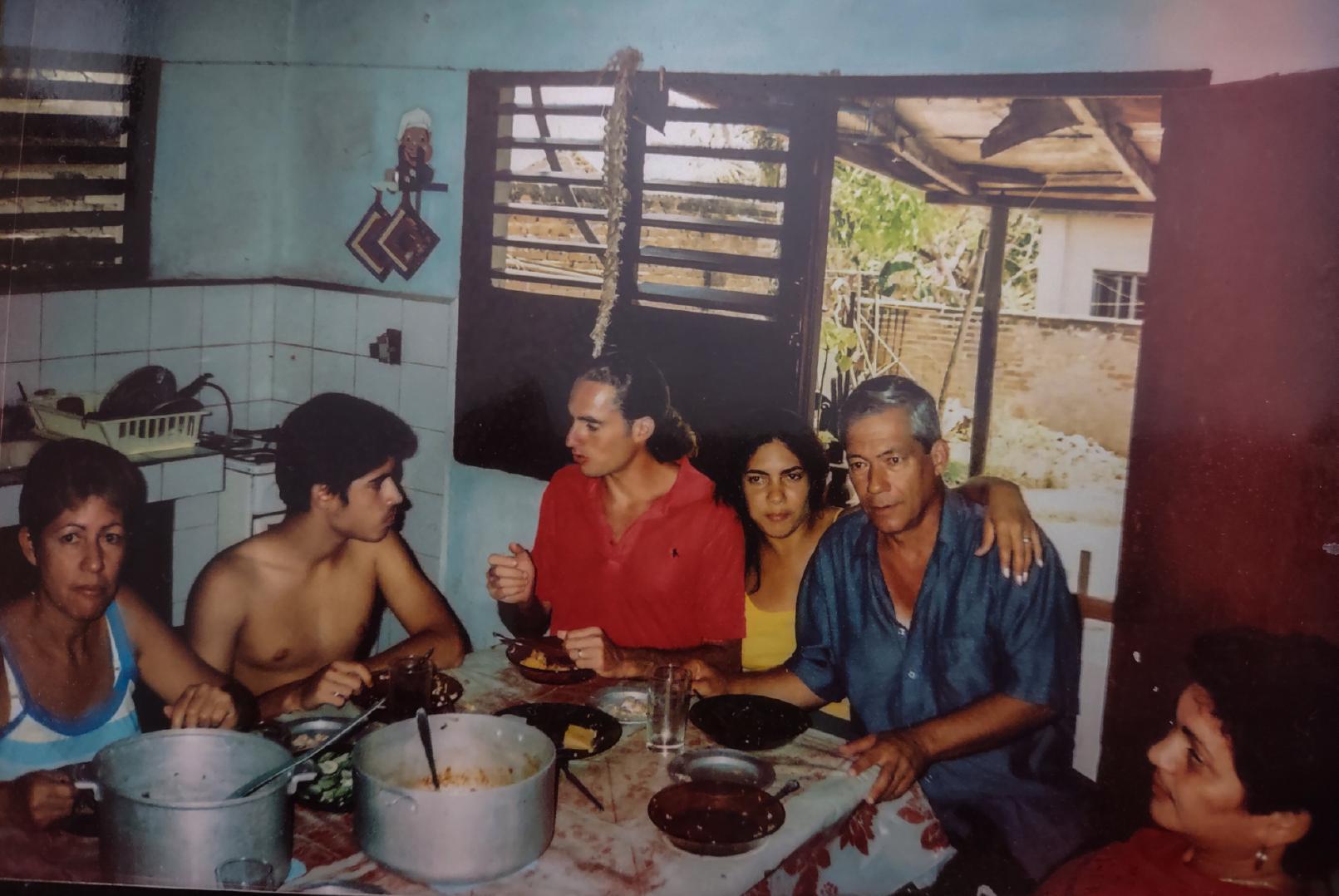 Zayda con su familia en su último día antes de dejar Cuba.